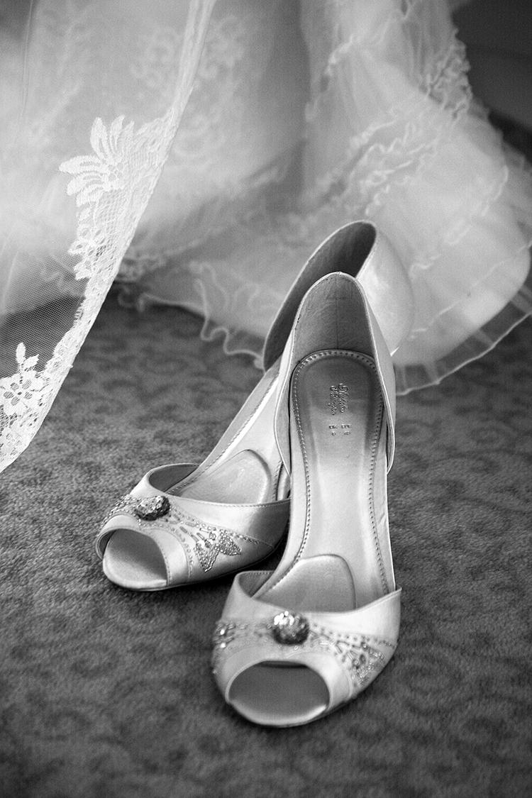 die Brautschuhe