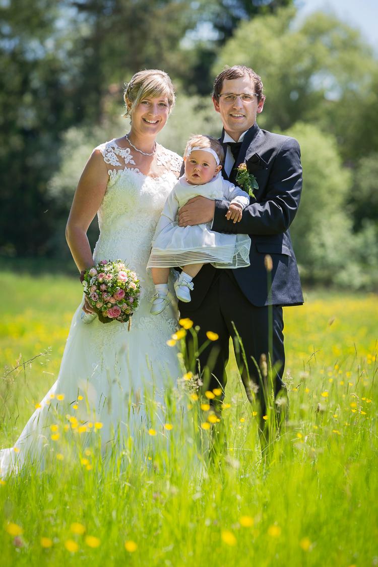 Foto vom Brautpaar mit Kind