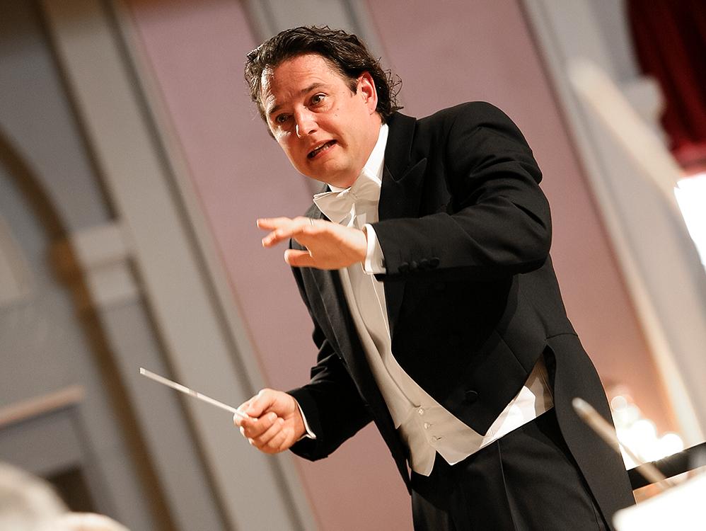 Künstlerfoto eines Dirigenten