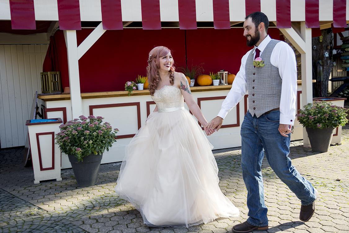 laufendes Brautpaar