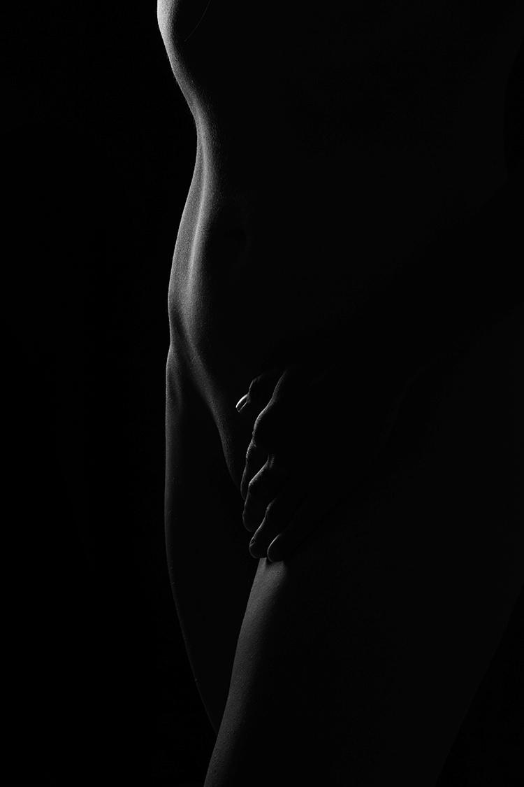 Kunstvolle Linien auf Körper mit Licht und Schatten
