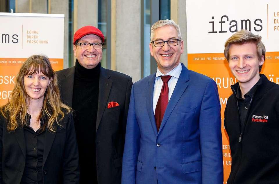 Familienfoto, anlässlich der Sozialwirtschaftlichen Managementtagung in Mainz.