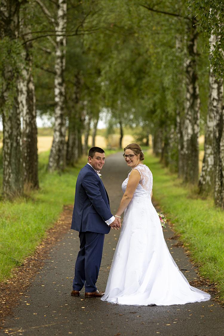 Hochzeitsfoto auf Waldweg-bei Mendig